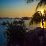 Inmejorable atardecer muy cerca de Sands Acapulco hotel / Bungalows