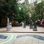Шахматный дворик расположен рядом с музеем Римского-Корсакова