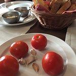 pan con tomate, ajo, mojo y ali oli