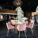 Interiør og bilde av restauranten