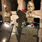 memorials of the two heroic para's