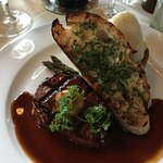 Beef tenderloin with mashed potatoes & garlic toast