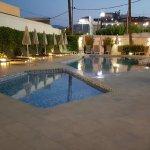piscina y jacuzzi del hotel