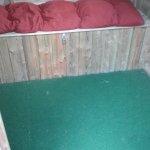 le SPA (la cabane en bois au bord de la piscine)