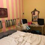 Kleine kamers, oud, douche werkt niet goed telkens warm en koud water. Uitzicht van de kamer zie