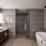 Grand Deluxe Executive Suite - Bathroom