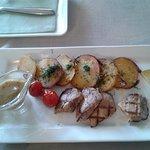 Медальоны из свинины с медово-горчичным соусом и деревенским картофелем (уже начато)