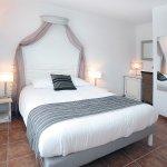 Photo of Hotel Dejeunez Sous L'Arbre