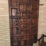 décoration couloir avec une ancienne porte