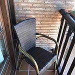 Petit balcon de la chambre 12, 2 chaises