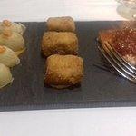 le tapas di antipasto:patate,pesce,formaggio