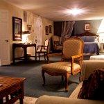 Expansive Napoleon suite