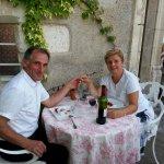 un diner en terrasse avec un demi badoit ...et un Saint Emilion !!!