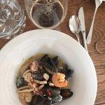 Морепродукты в винном соусе