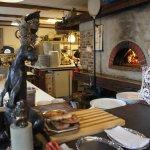 Кролик и дровяная печь на кухне