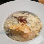 Risotto con setas, cebolla caramelizada y queso
