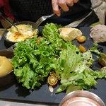 Punaise 🤗 servis, les serveuses ont le sourire , assiette consistante, pizza FRUITS DE MER, trè