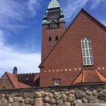 På sykkeltur, et stopp ved kirken for å se utsikten