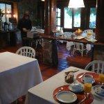 desayuno en el salon comedor de la posada