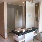 Bathroom arrangement Deluxe King Room 903