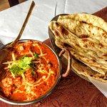Kilka zdjęć potraw (ser indyjski, zupa tradycyjna, baranina z pieca oraz kurczak z pieca). Opis