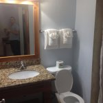 Bathroom - clean, hot water