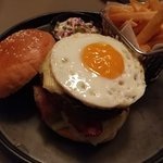Hamburger with sunny side up / cheese & Coleslaw + french fries