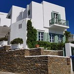 Like a grand Sifnos home in perfect Cyclades style