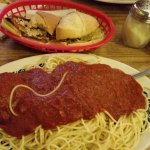 Spaghetti with meatball and garlic bread from heaven!
