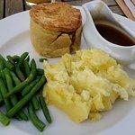 Gammon, chicken & pea pie