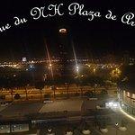 NH Plaza de Armas Terrasse le soir.j