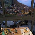 Bela comida caseira e típica, com vista sobre a baía de Machico.