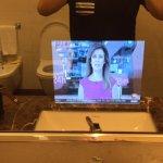 specchio del bagno con TV