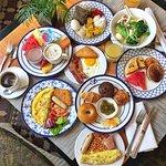 Nice choice of breakfast 在園林美景享用自助早餐