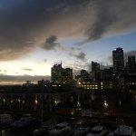 Blick bei Sonnenaufgang auf Auckland