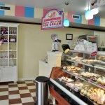 Cupcake Charlie's - Interior