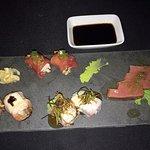 Sushis e sashimis bem legais.