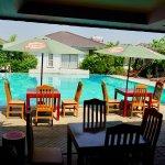 poolside dining/breakfast