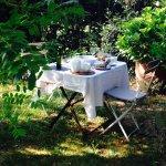 Desayunar en el jardín es un placer!