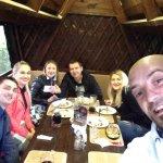 Встреча с друзьями в хорошем кафе