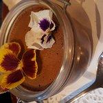 Dessert de la soirée flower à l Inedit cafe avec des pensées comestibles !!!original!!!