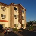 Foto Village Inn and Suites