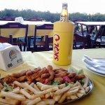 Isca de peixe com fritas