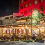 Pizzaria e cantina, um restaurante aconchegante.