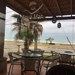 Abajo del hotel esta el restorant Agua Mar