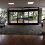 Looking from the front desk in the lobby to the entryway: spacious.