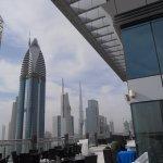 zona terraza con vista al Burj Khalifa