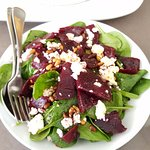 Beetroot and baby spinach salad