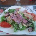 Une bonne grande salade repas avec la chaleur étouffante de l extérieur. ....ca passe tout seul.