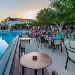 Sandy Beach Hotel & Family Suites Foto